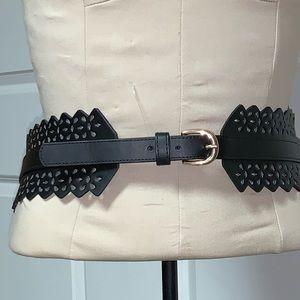 NEW H & M Wide Laser Cut Waist Gold Buckle Belt L